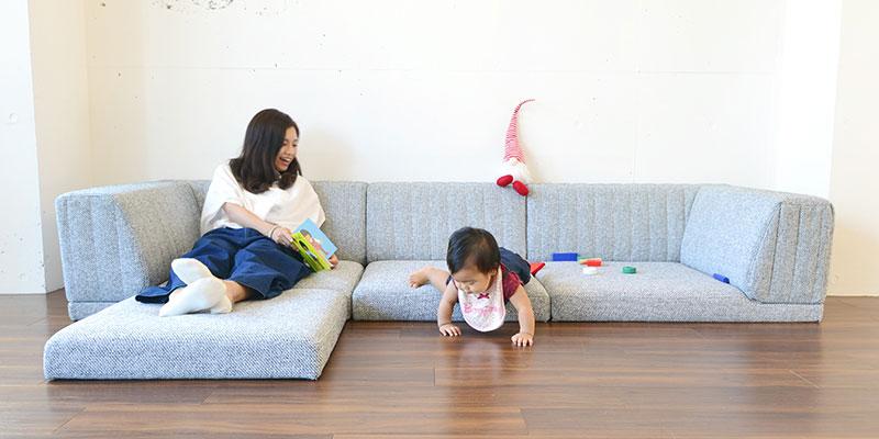赤ちゃんと子供とローソファ