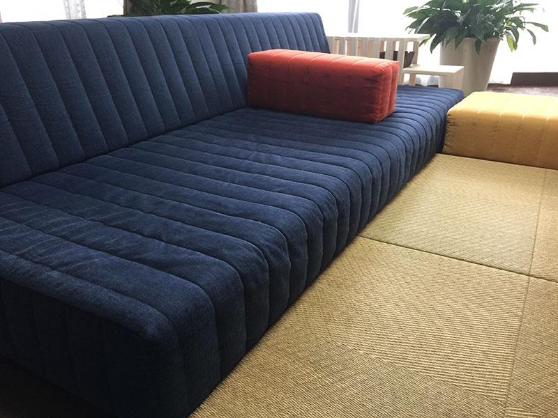 畳にソファに座ったりごろ寝したり 和室とも相性抜群のローソファ