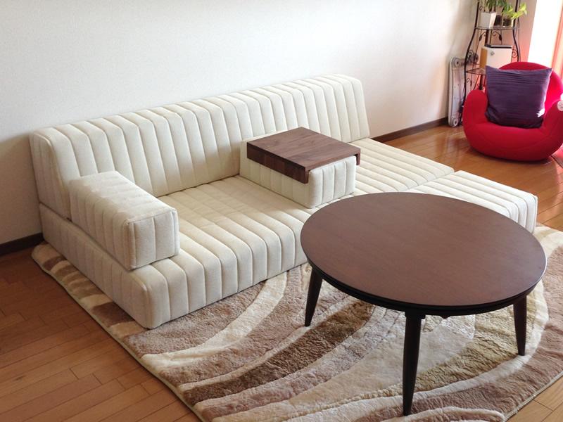 アンティーク調の小物で上品に。あたたかい空間にマッチしたつみきソファで癒しの一時【国産ローソファ・フロアソファ専門店HAREM】