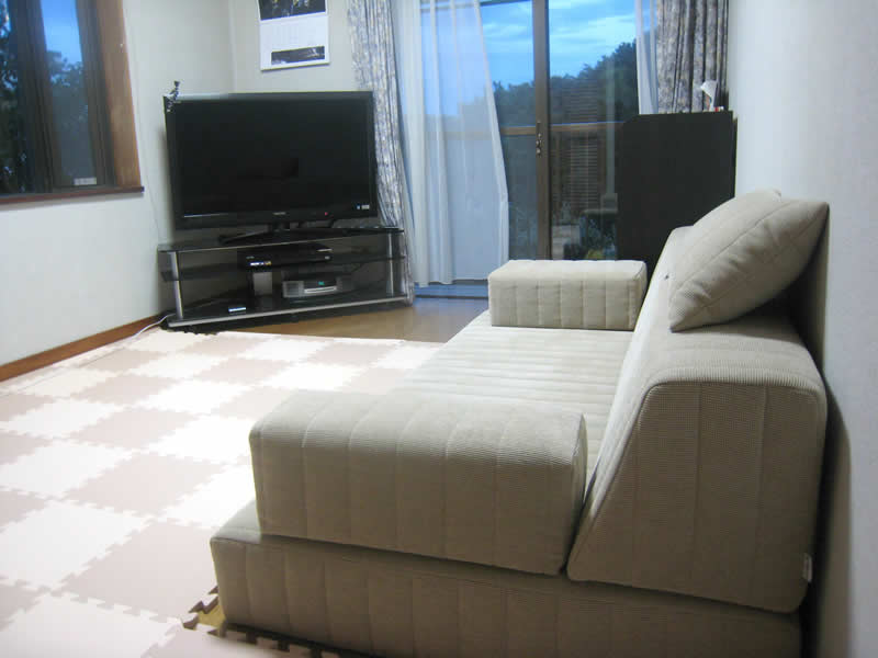 床生活の悩みを解決!つみきソファで快適なリビングに変身【国産ローソファ・フロアソファ専門店HAREM】
