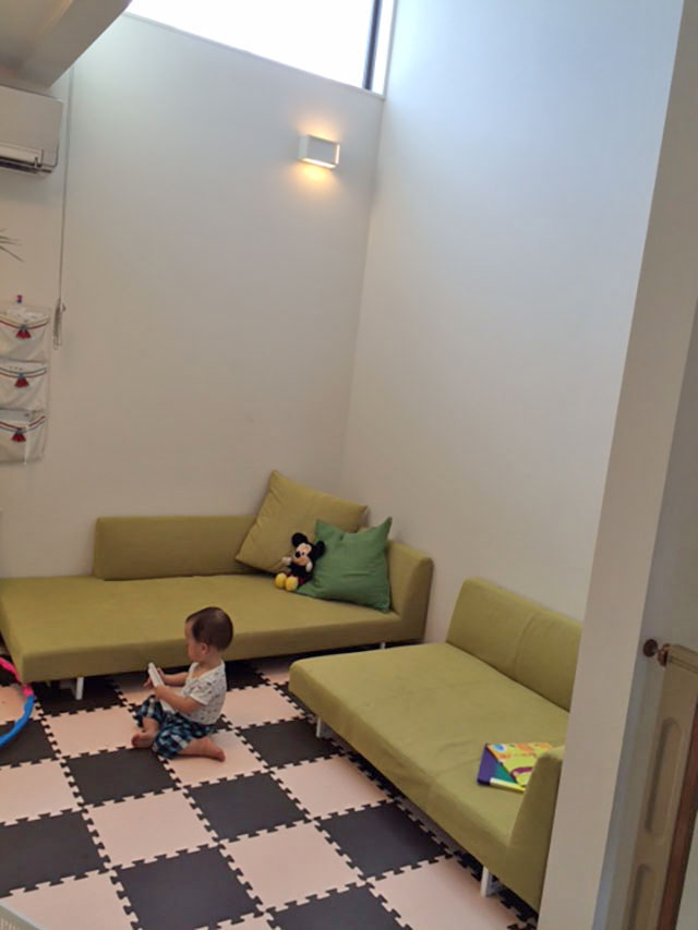 座面の広いブルックソファに寝転がって 至福のひとときをお過ごし下さい【国産ローソファ・フロアソファ専門店HAREM】