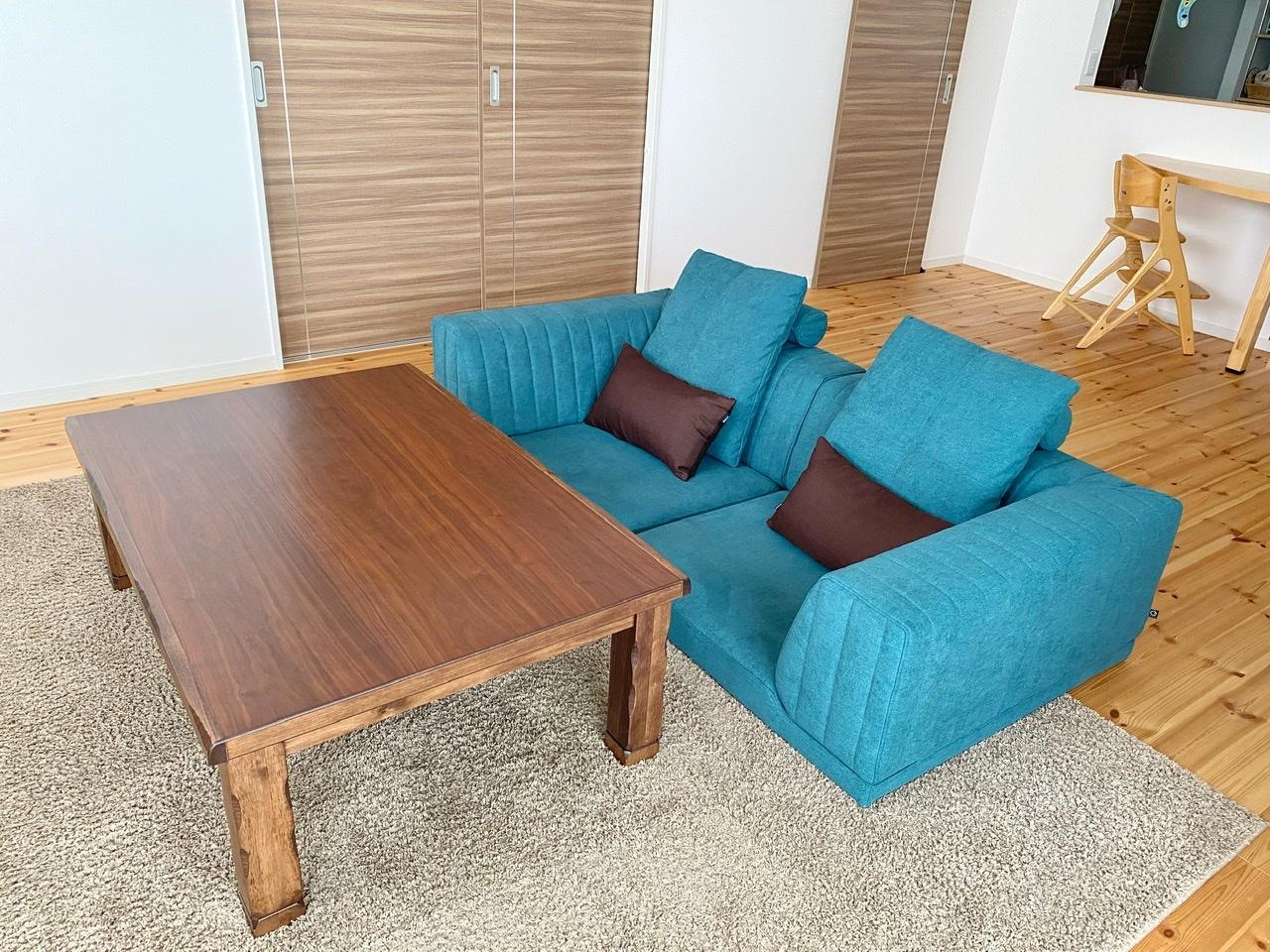 ブルーのソファでお部屋を爽やかな印象に!【国産ローソファ・フロアソファ専門店HAREM】