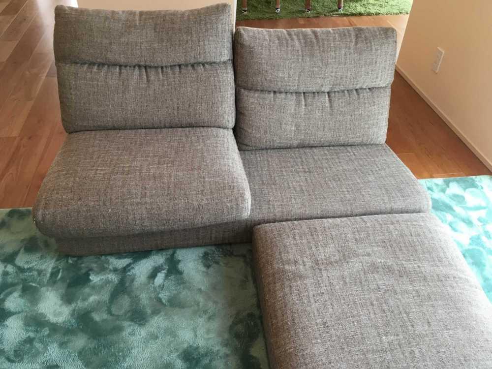 ひとつのソファで、いくつものくつろぎ方。【国産ローソファ・フロアソファ専門店HAREM】